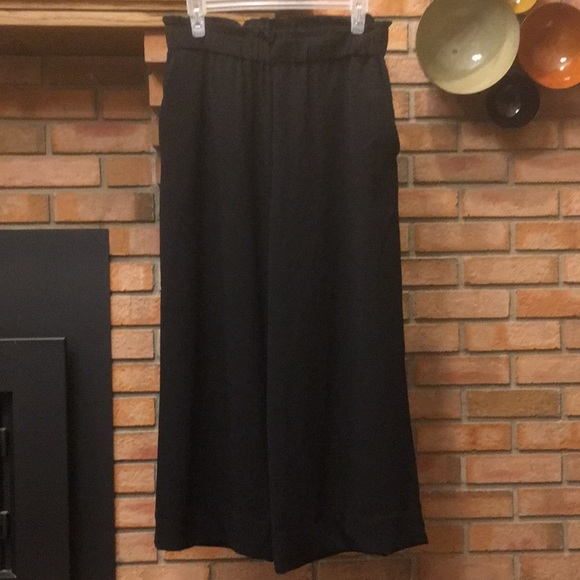 H&M Pants - NWOT H&M Black Wide Leg Cropped Pull-on Pants 8